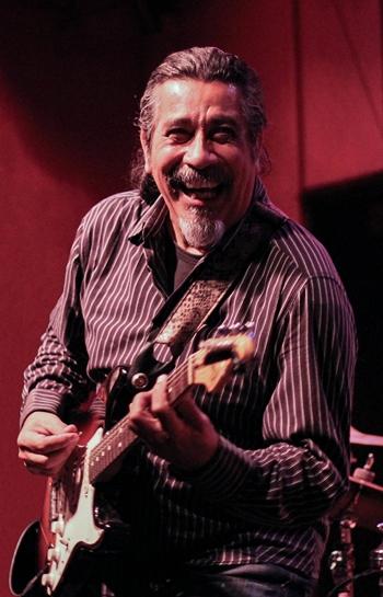 Todos los martes septiembre - Jeff Espinoza. Foto por Irina Irqoo Gugis.