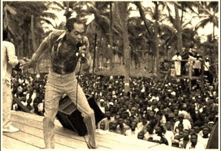 Fela_Kuti_and_Band_Perform_in_Lekki_-_Lagos,_early_90's [320]