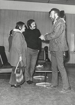 Encuentro de Adolfo Celdrán y Elisa Serna con Pete Seeger (cortesía de A. Celdrán)