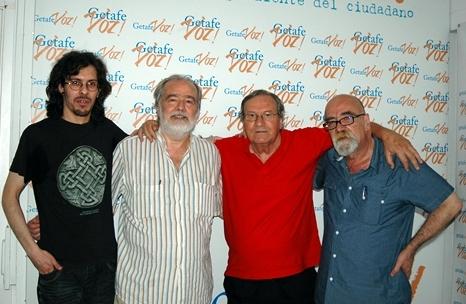 En los estudios de GetafeVoz; de izquierda a derecha G. Sierra Fernández, Gonzalo García Pelayo, Manuel Gerena y Antonio Gómez (fotografía de Amalia Pascual Durá).